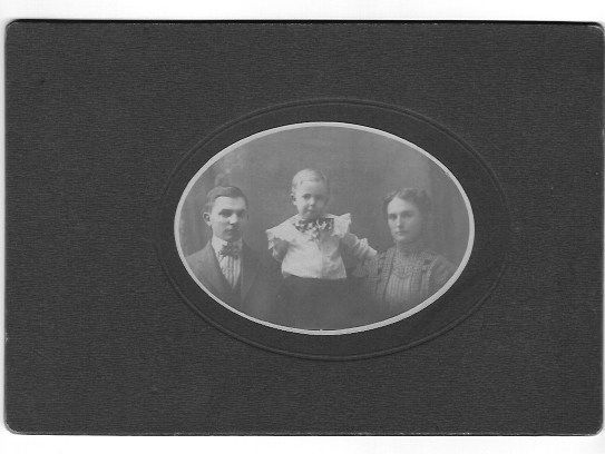 Grant, Nellie and Lyle Wellman 1907